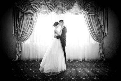 Elegantní nevěsta a ženich